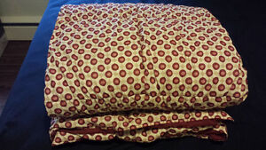 Reversible light comforter in mint condition
