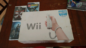 Nimtendo wii with box 2 controllers 2 nunchucks 4 games
