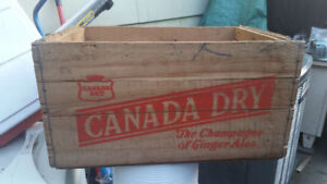 VINTAGE ANTIQUE CANADA DRY WOODEN CRATE