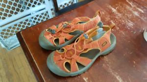 Woman's Size 8 Keen Sandals