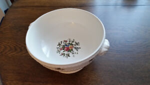 Wedgwood Conway Serving Bowl