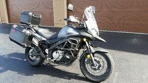 SUZUKI VSTROM 650XT ABS W/EXPLORER PACKAGE. AS NEW. KELOWNA
