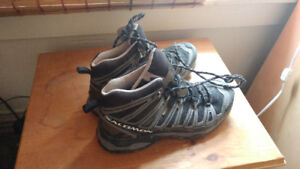 Men's Size 9.5 Salomon Hiking Boots