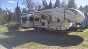 2012 Cougar 30 foot Fifthwheel Xlite