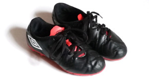 KIDS SOCCER SHOES / CLEATS SIZE 2