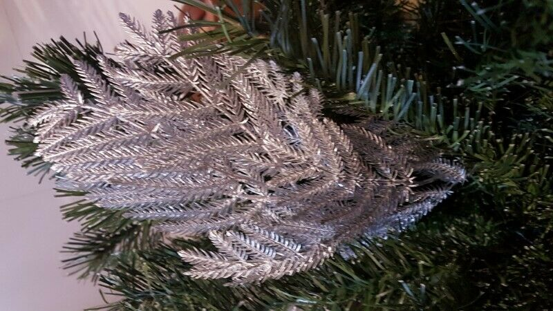 BN*** 18 pieces Christmas Silver Coloured Decorative Fern