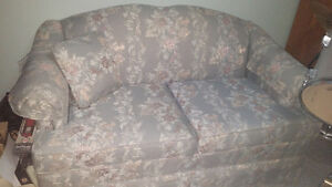 2 pc sofa and loveseat