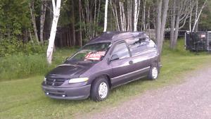 Dodge caravan$800carosserie bon état moteur transmission etc