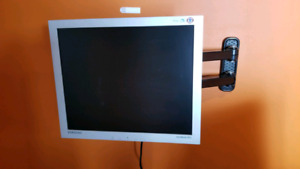 Computer monitor with wall mount