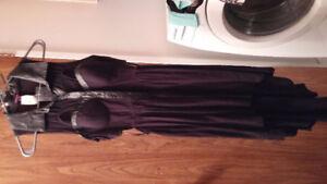 Belle robe noir neuve! A encore son étiquette!