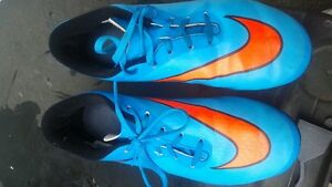 NIKE HYPER VENOM girl soccer cleats