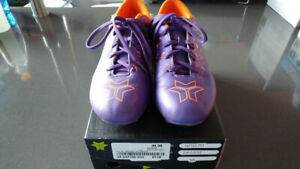 Chaussures, souliers, fille - Souliers soccer gr 4