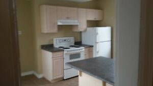 3 BDRM APT ORANGE ST- $900 PLUS UTILITIES
