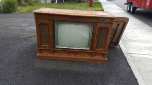 Télé vintage. 1983. Fonctionnelle.