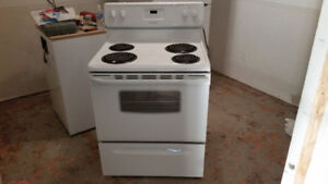 Excellent Condition Frigidaire Stove - Like New