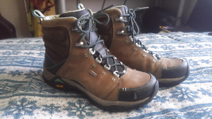 Womens sz 7 hiking boots