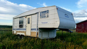 SAVE $1000 - APPRAISED AT $8500!! 2004 21' Kingsport 5th Wheel!