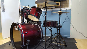 Drum Pearl Forum Series 8 morceaux + Banc + pads antibruit