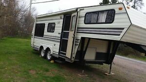 1989 5th wheel trailer