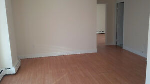 Beautiful 2 Bedroom Apartment in the Heart of Southend!