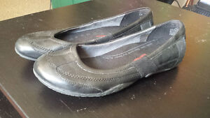 Black Leather Hush Puppies, good work shoes, size 8.5