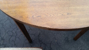 """40"""" Round table + 2 chairs set London Ontario image 8"""