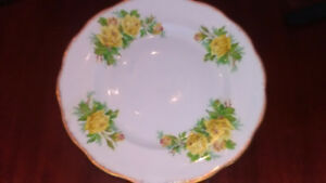 Royal Albert Yellow Tea Rose 8 dinner plates