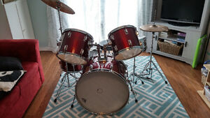 5 piece drum kit with cymbals, throne and mutes