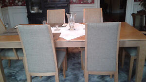 Like New Dining Table and Chairs