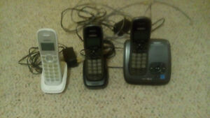 3 Uniden cordless phones and answering machine.