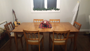 Real wood dinning table with 6 chairs and two leafs