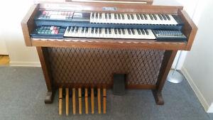 Very Nice Electronic Organ Thomas