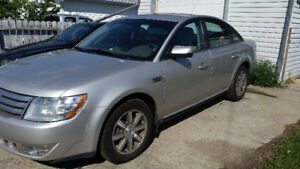 2008 Ford Taurus. 162000k. AWD. New Tires. 4000$