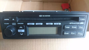 KIA OEM Car Radio w/ CD Player*******