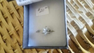 CUBIC ZIRCONIA / STERLING SILVER RING London Ontario image 1
