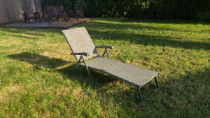 Outdoor Recliner Lawn Chair (pick up only)