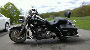 Must See Beautiful 2009 FLHRC Harley Davidson Road King Classic