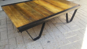 table base style industriel