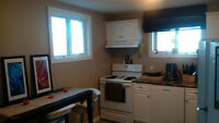 RENOVATED 1 BEDROOM LOWER HOUSE - SE HILL AVAILABLE MAY 1