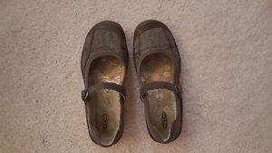 Ladies Brown - KEEN Mary Jane Shoes - size 9 ** PRICE DROP**