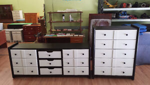 2 pc solid dresser set Professionally painted black and white.