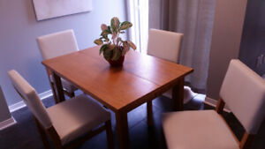 Kitchen Table and Matching Chairs.. Light wood color
