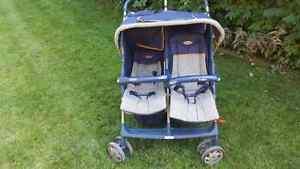 Double stroller  / poussete double