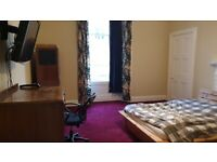 All-inclusive large spare double room for rent in central Bruntsfield area of Edinburgh