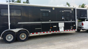 2004 Sundowner 2 Horse Trailer with Living Quarters