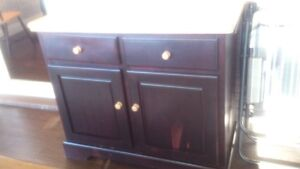 Beautiful 4-piece solid Maple kitchen table, chairs and buffet Peterborough Peterborough Area image 2
