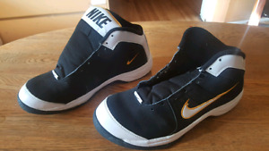 Nike Size 10.5 Mens Shoes