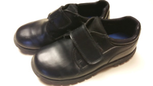 Boys dress shoes ..size 13.5..EXCELLENT NEW CONDITION