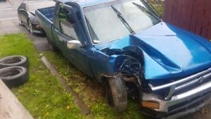 Toyota pickup 1992 22re 2wd accidenté pièces part out