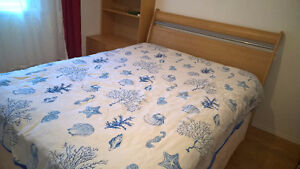 Queen Size Bed/Lit taille Queen
